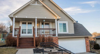 228 Canterbury Circle, Council Bluffs