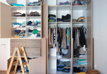 How to Declutter Your House Before a Mov...